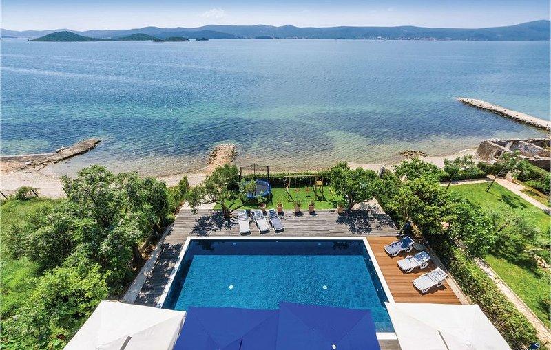 14 Zimmer Unterkunft in Sveti Petar, holiday rental in Sveti Petar