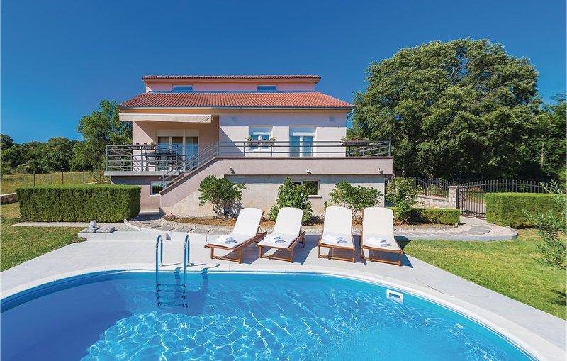 3 Zimmer Unterkunft in Drnis, vacation rental in Drnis