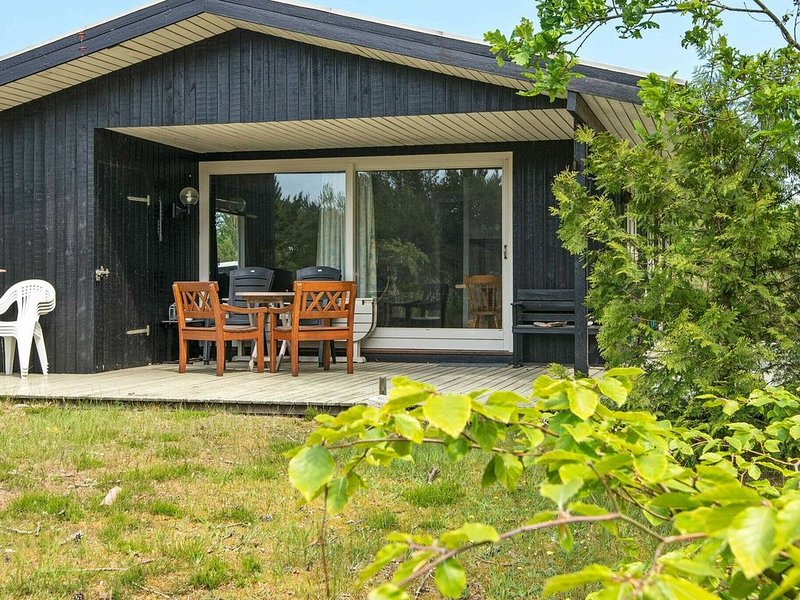 Graceful Holiday Home in Glesborg with Terrace, holiday rental in Skovgaarde