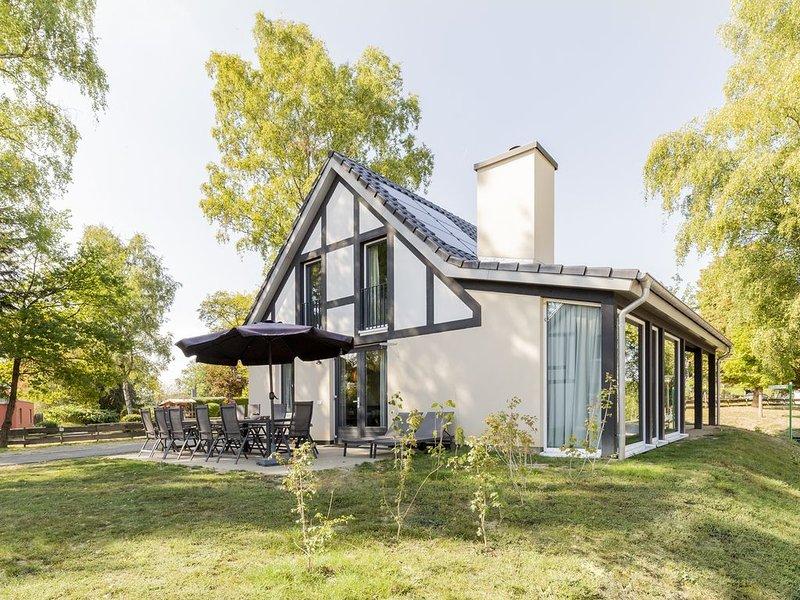 Luxus 12-Personen-Ferienhaus im Ferienpark Landal Mont Royal, holiday rental in Kinheim