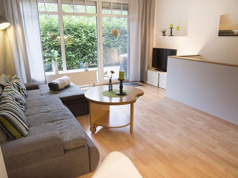 SD 36/2 - Moderne großzügige Ferienwohnung mit Terasse für 4 Personen, holiday rental in Nordholz