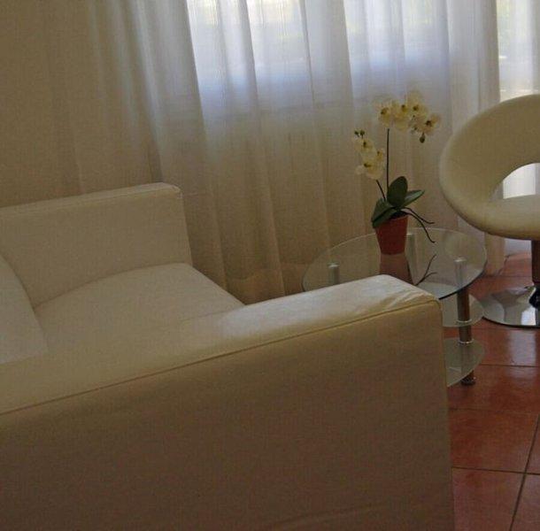 schönes Appartement mit direktem Zugang zum großen Pool, alquiler vacacional en Tignale