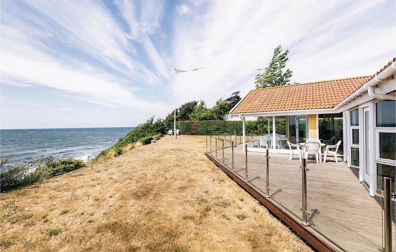 4 Zimmer Unterkunft in Rønne, location de vacances à Pedersker