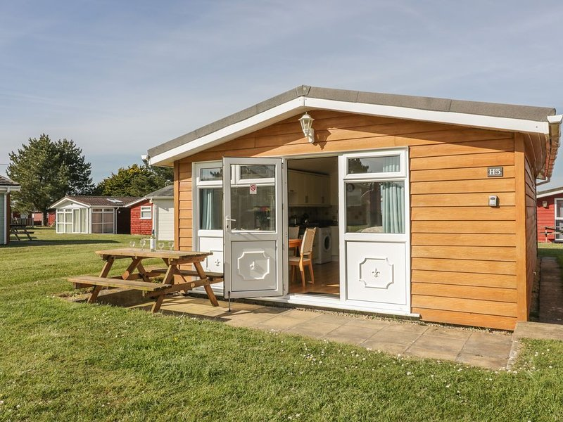 Chalet H5, ST MERRYN, holiday rental in St Merryn
