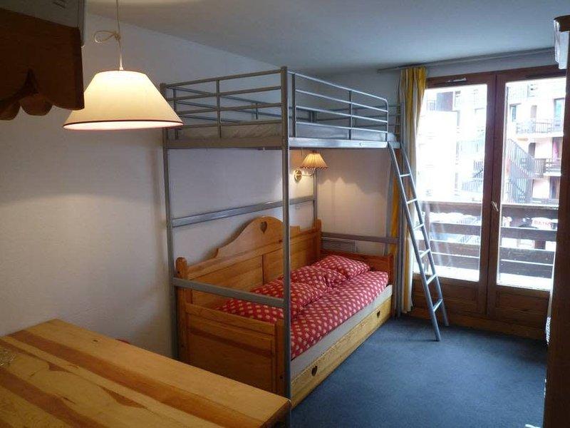 20Appart 6 à 9 personnes max - 30m² - 4ème étage - Pied des pistes – Wifi, holiday rental in Risoul