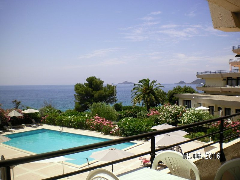 La Petite Calanque - Deux Chambres Appartement, Couchages 4, holiday rental in Villanova