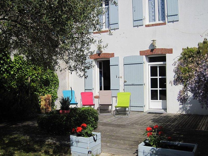 Une maison de charme avec jardin sur l'île de Noirmoutier, holiday rental in L'Epine