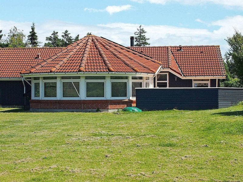 Spacious Holiday Home in Humble with beach nearby, Ferienwohnung in Marstal