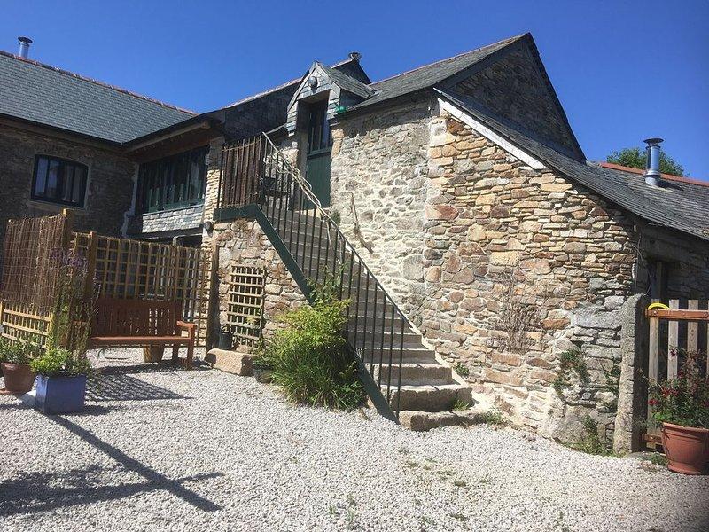 Beautifully finished Pitpaddy eco-barn conversion on organic farm, casa vacanza a Chacewater