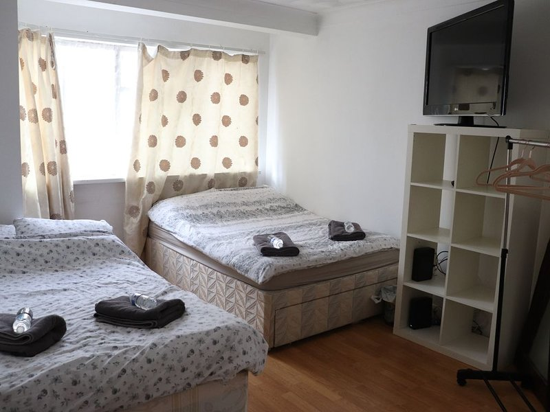 Budget 3 bedrooms apartment, holiday rental in Walthamstow