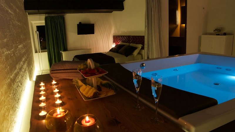 Tenuta Silente: exclusive villa in Marche region with hydromassage in bedroom, holiday rental in Montefortino