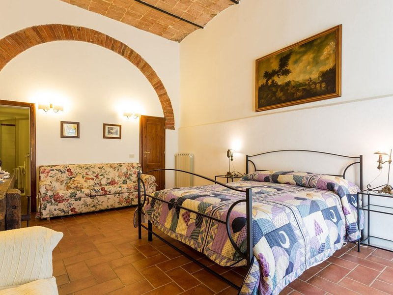 Lovely apartment in Montepulciano countryside , wine tours, bike tours, relax, holiday rental in Cervognano