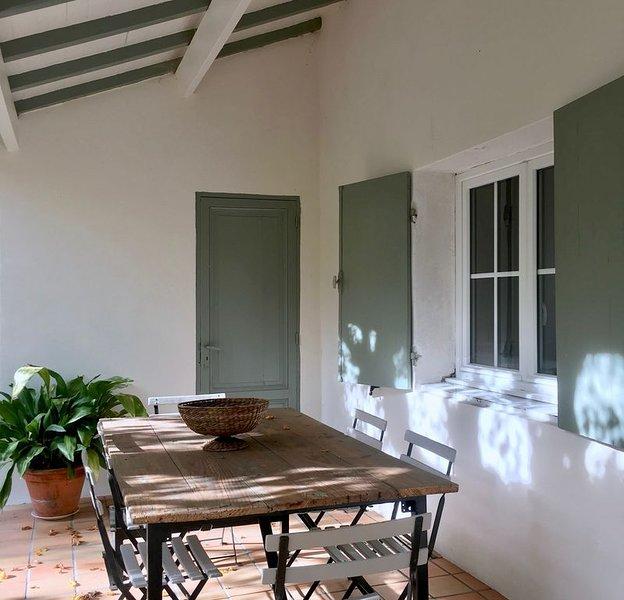 Jolie maison ancienne du 18e siècle à 20 km de Bordeaux., location de vacances à Landiras