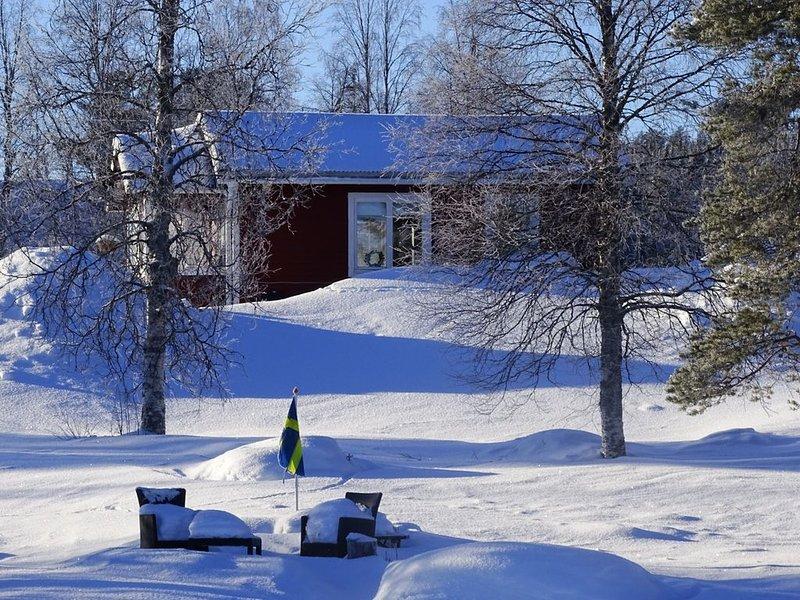 Stuga 1 met steiger direct aan het meer, location de vacances à Ornskoldsvik Municipality