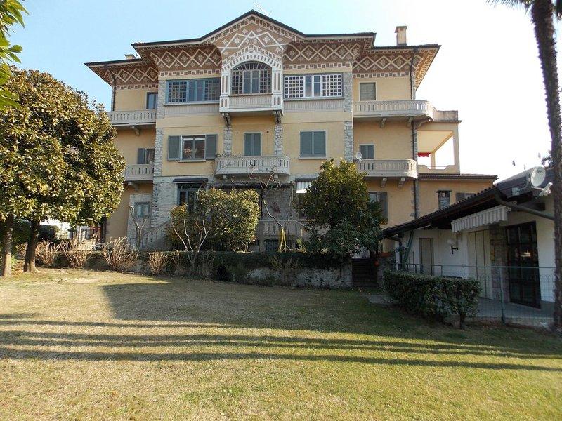 Il Castello, op een paar passen afstand van het Lago Maggiore met meerzicht, location de vacances à Cannero Riviera