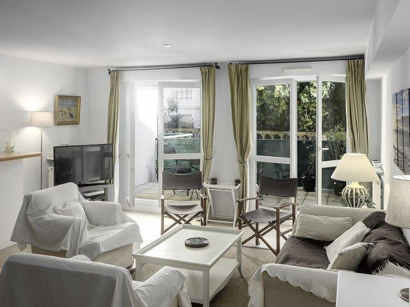 Saint Jean de Luz ⎜Bel appartement 8p. ·  Plage 2mn ·  Terrasses · Parking, holiday rental in Saint-Jean-de-Luz