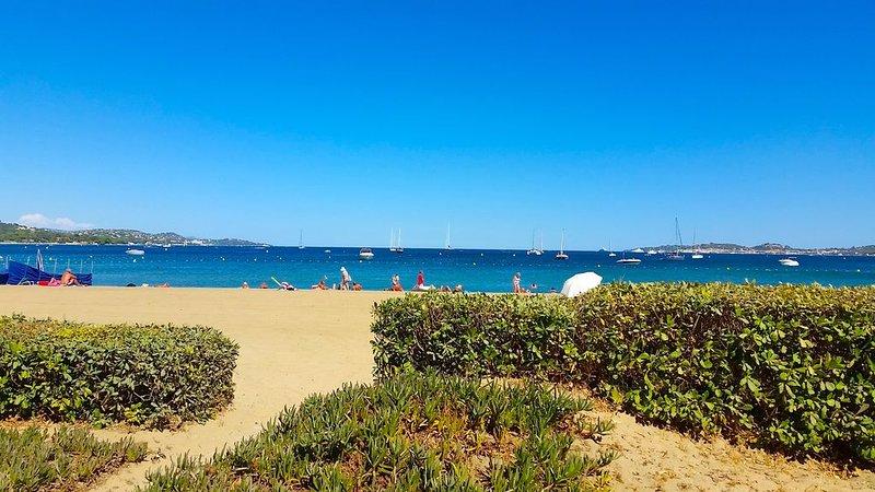 Appartement 4 pièces rénové sur la plage avec Clim, WIFI & terrasse, vacation rental in Port Grimaud