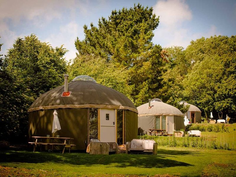 Luxury Yurts on The Garlic Farm sleeping 2 - 6, casa vacanza a Sandown