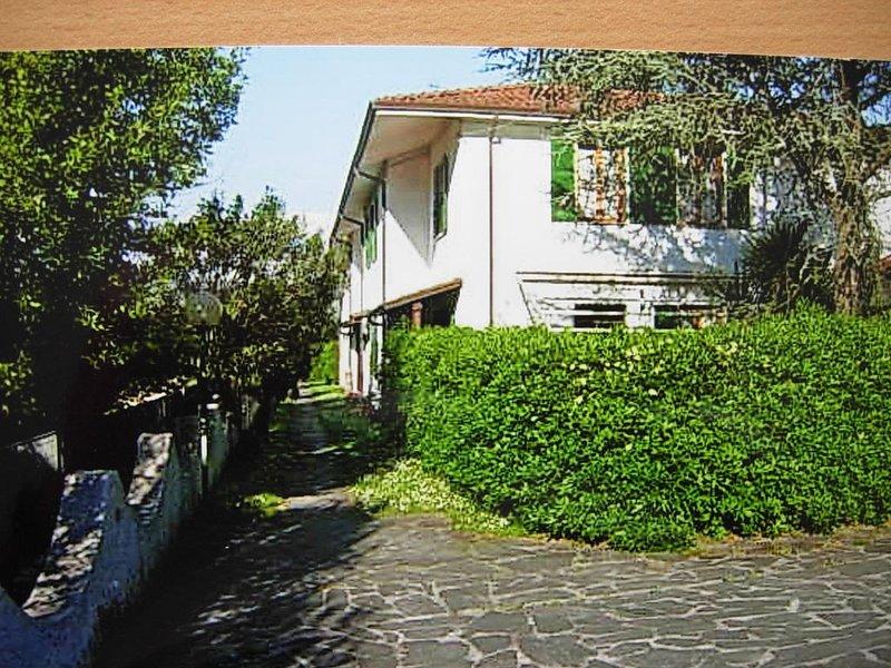 Casa di vacanza a schiera in zona verde  vicino alle spiaggie, Ferienwohnung in Bocca di Magra