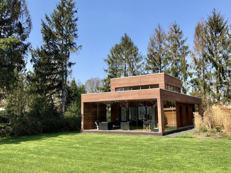 Modern lodge with a wood burning stove, near Almelo, vacation rental in Enter