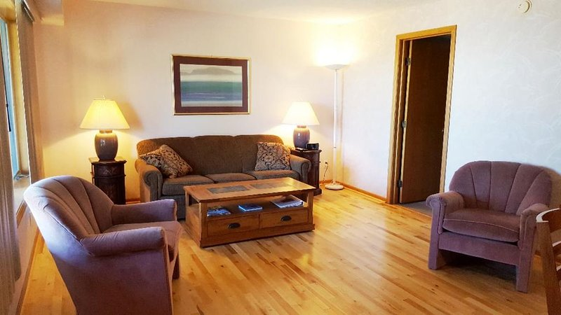 ELK RAPIDS GRAND TRAVERSE BAY CONDO, holiday rental in Kewadin