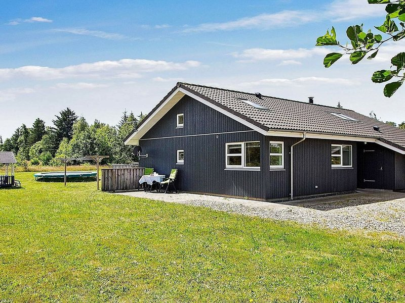 Serene Holiday Home in Brovst with Sauna & Barbecue, Ferienwohnung in Fjerritslev
