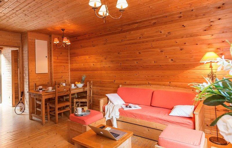 Au bord du Lac | Appart cosy en France + Piscine couverte chauffée, holiday rental in Saint-Paul-en-Chablais