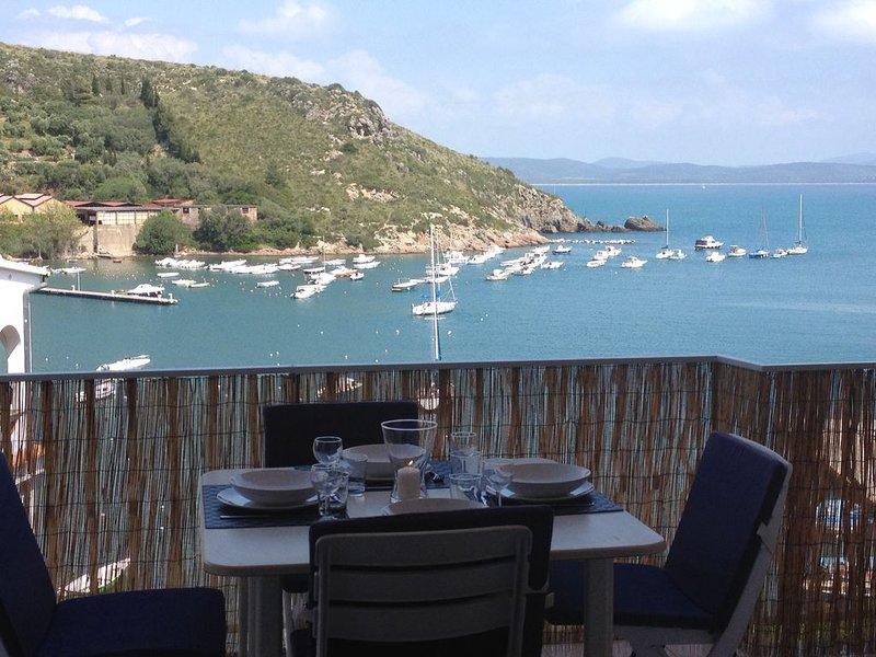 delizioso appartamento con splendida terrazza sul mare in complesso prestigioso, vacation rental in Porto Ercole
