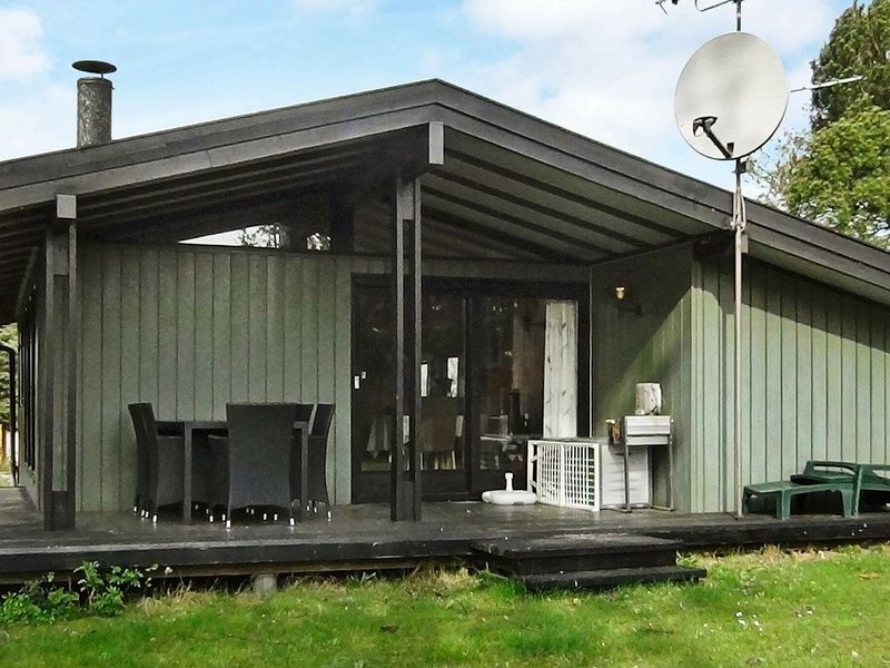 Modern Holiday Home in Skibby with Barbecue, holiday rental in Alleroed Municipality