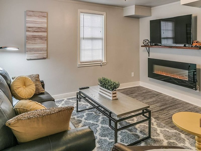 Indie Escape II-stone's throw to Plaza District, holiday rental in Oklahoma City