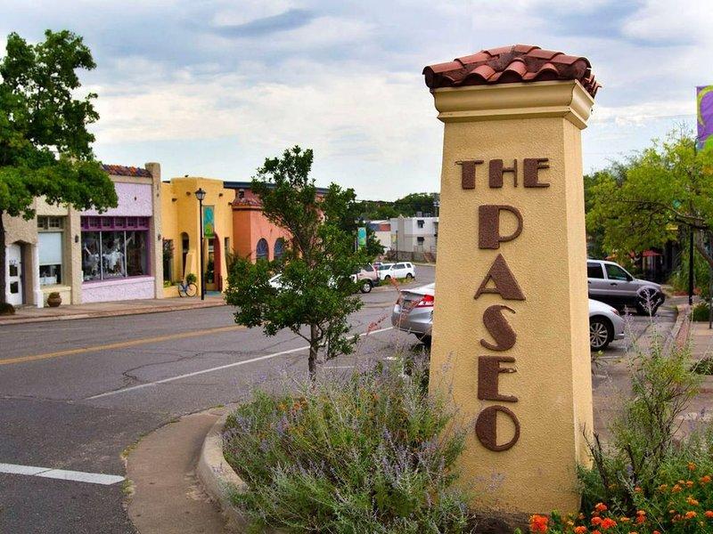 Paseo Arts District: trop de galeries à énumérer, les restaurants incluent Picasso Cafe, Sauced, Scratch
