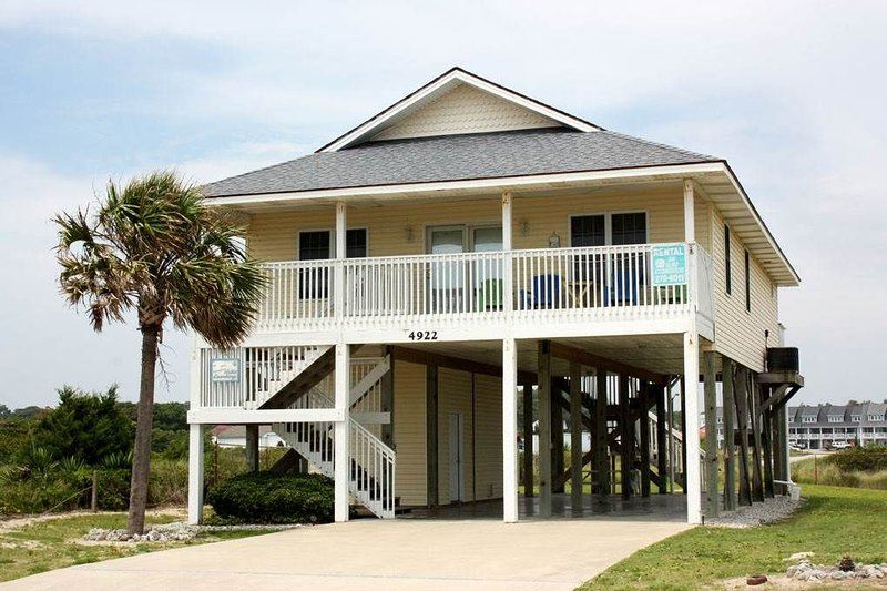 A Watts Landing: 4 Bed/2.5 Bath Nautical Themed Home with Ocean Views, holiday rental in Long Beach