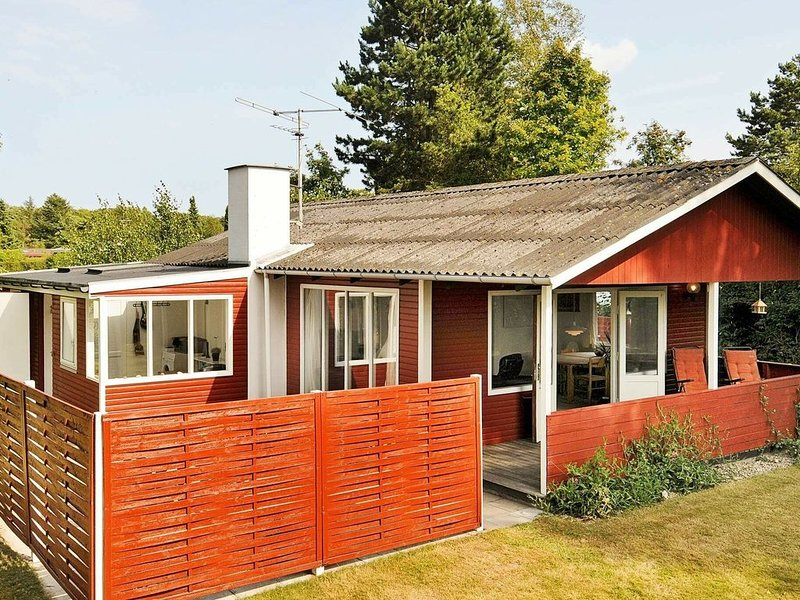 Serene holiday home in Svendborg with foosball table, location de vacances à Rudkoebing