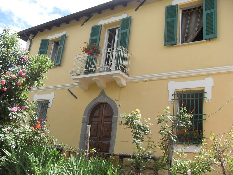 Tranquil retreat with Private Pool Tucked Away in Tuscan Hills, holiday rental in Fivizzano