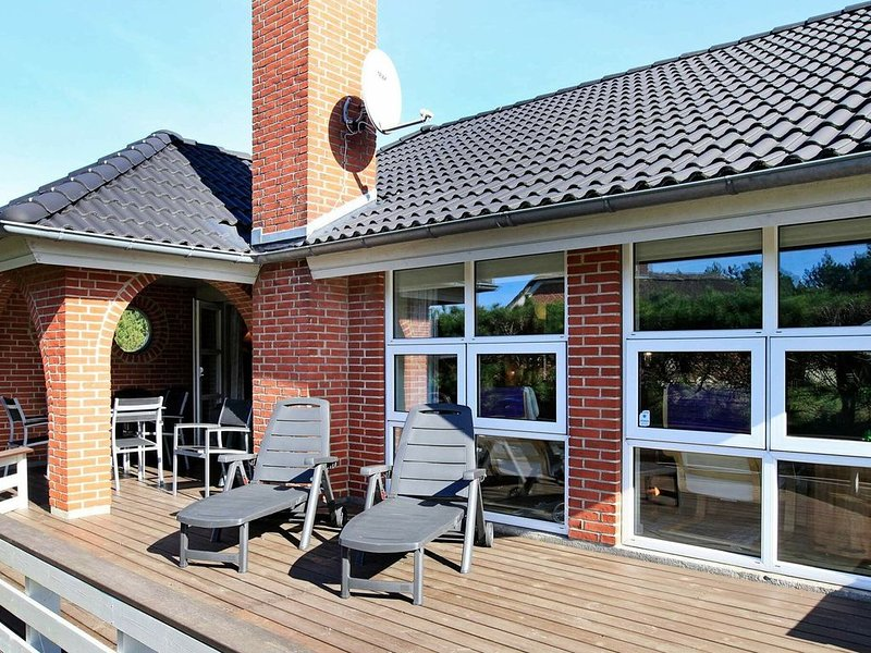 Peaceful Holiday Home in Blåvand With Whirlpool, location de vacances à Varde