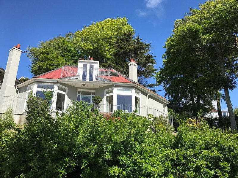 Moult Sylvan, Stunning Shabby-Chic Holiday Home - Stunning Sea Views, vacation rental in Salcombe