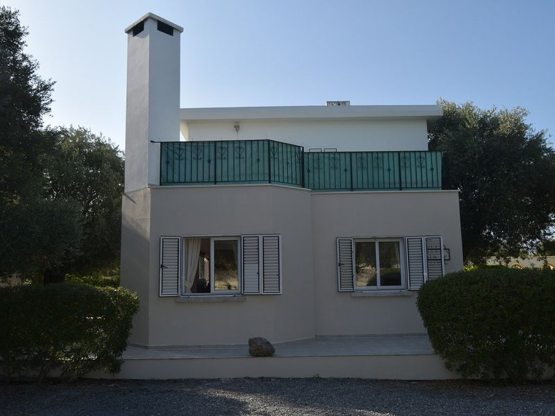 Luxury 3 bed Private Villa With Overflow Pool, vacation rental in Ozankoy