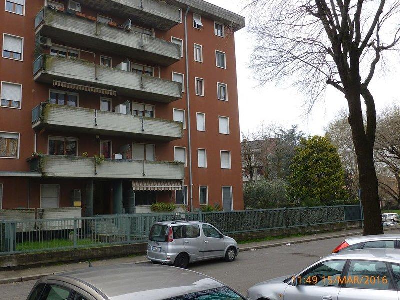 APPARTAMENTO ZONA NAVIGATORI A 2 KM DAL CENTRO, DISPONIBILE DAL 1 APRILE, holiday rental in San Massimo