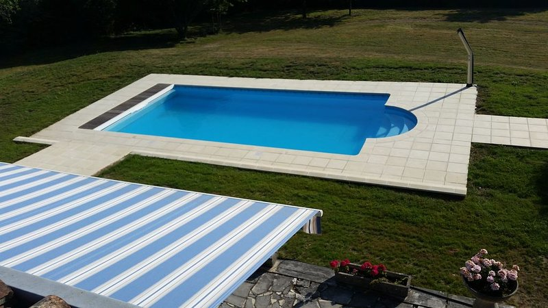 A farmhouse set in its own secure grounds with a private, outdoor pool., holiday rental in Voeuil-et-Giget