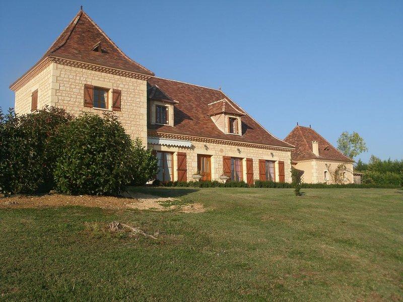 Grande maison périgourdine spacieuse  pour 15 personnes avec piscine, location de vacances à Cause-de-Clérans
