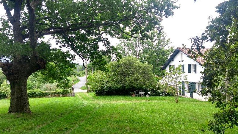 Maison de campagne au pays basque dans les collines à proximité d'Ascain, location de vacances à Saint-Pée-sur-Nivelle