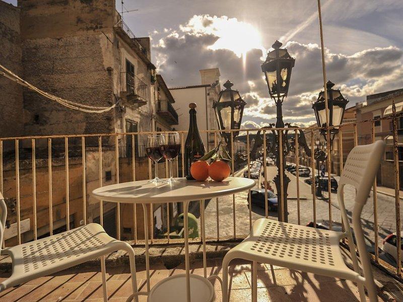 Splendida Casa Piazza Grande, holiday rental in Mazzarino