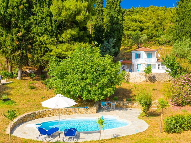 Michaels Cottage: Large Private Pool, Walk to Beach, Sea Views, A/C, vacation rental in Skopelos