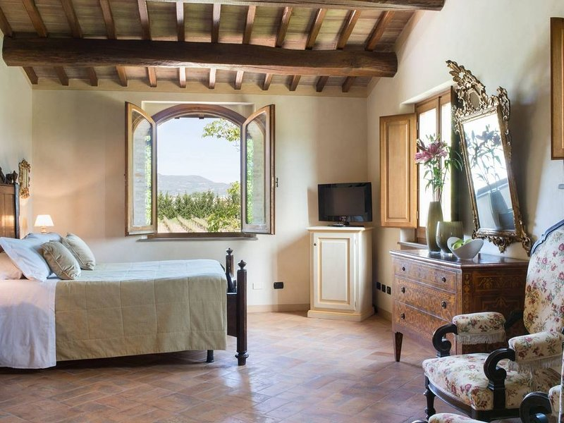 5 bedroom villa with pool near Assisi, casa vacanza a Santa Maria degli Angeli