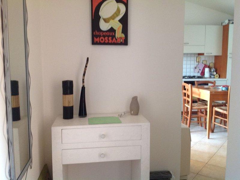 Grazioso Bilocale con Piscina, holiday rental in Murta Maria