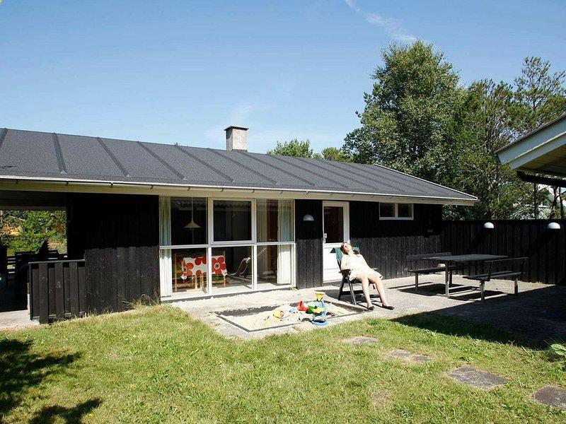 Spacious Holiday Home in Albaek Denmark with Spa, alquiler vacacional en Kandestederne