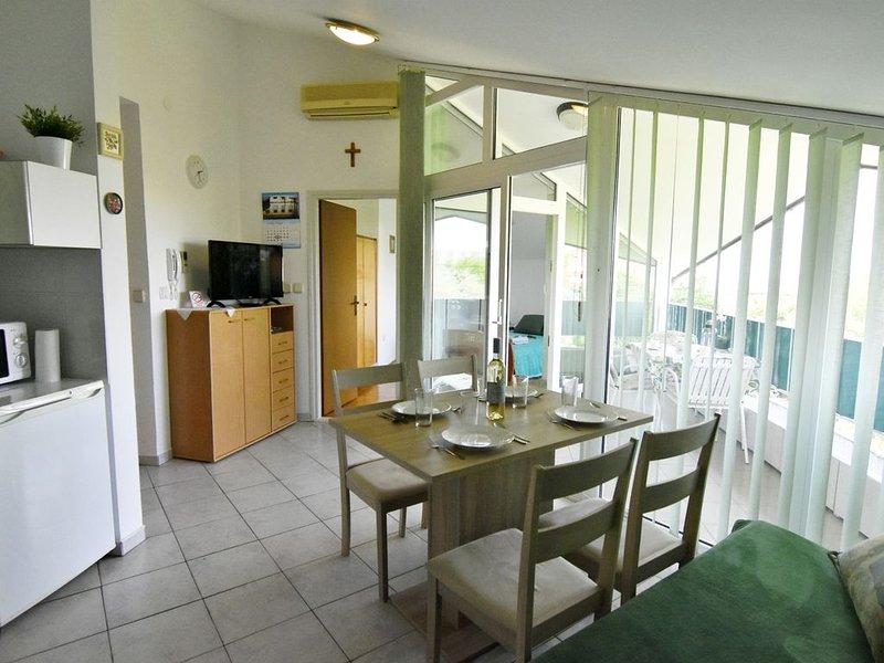 Appartamento Eva a Zambratija-Savudrija, climatizzato, vicino alla spiaggia, location de vacances à Basanija