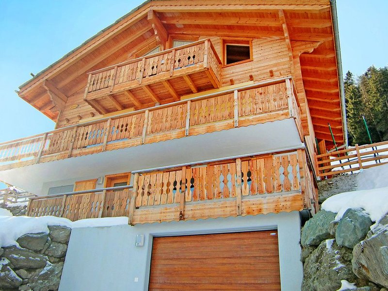 A luxurious 12 person chalet with superb view., location de vacances à Heremence