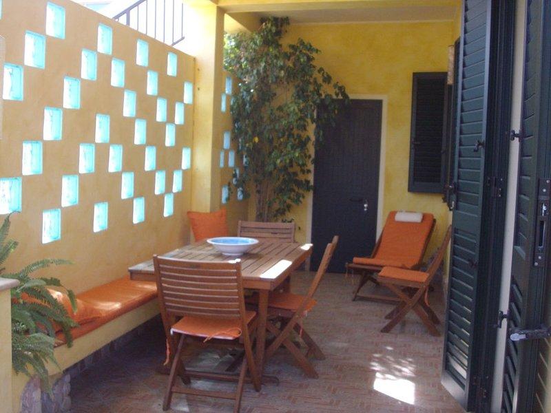 CASA IN LOCALITA' MARINA  A SOLI 50 MT. DALLA SPIAGGIA., holiday rental in Oristano