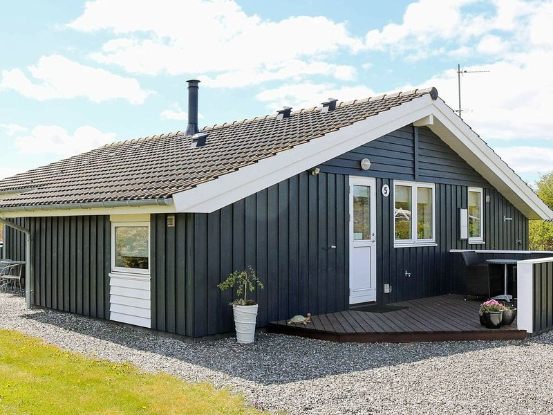 Elegant Holiday Home in Hadsund with Whirlpool, vacation rental in Hadsund